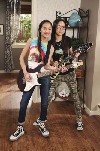 Bizaardvark - Season 3 Episode 14 - Paige's Way vs. Frankie's Way